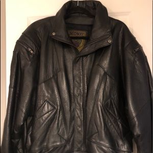 - Men's genuine leather jacket lined.  Siz…